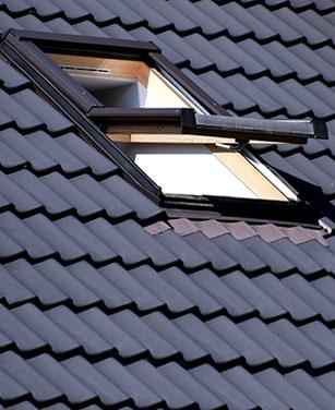 Fenêtre de toit basculante